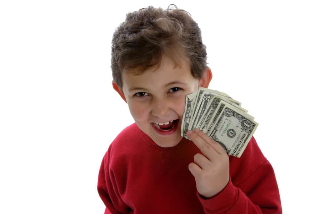 Плюсы выплаты алиментов на карту ребенка